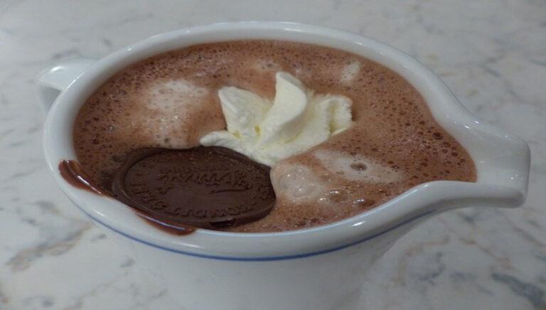 Kaj vse se lahko naučiš iz skodelice vroče čokolade?